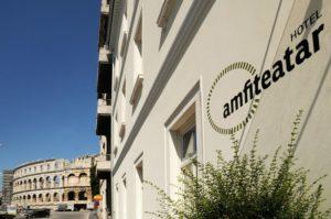 Отель амфитеатр в Пуле в центре старого города