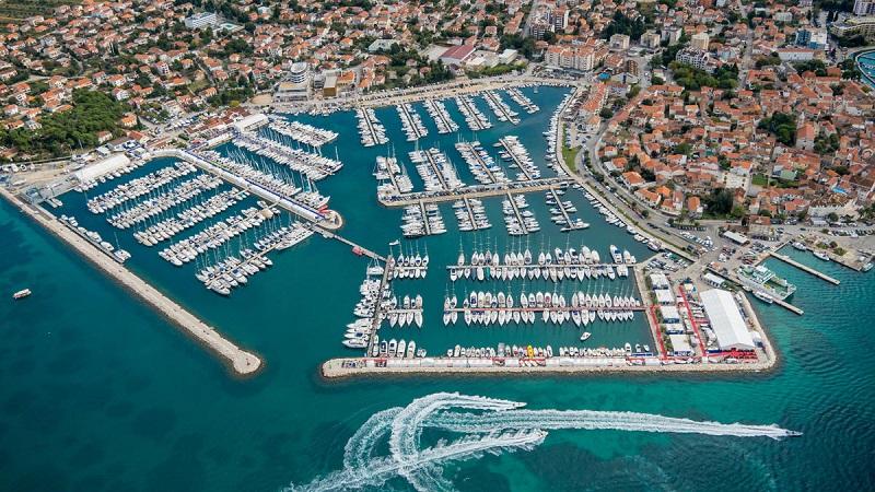 порт в хорватии с яхтами