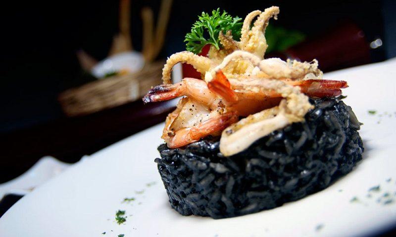 черное ризото в хорватии блюдо