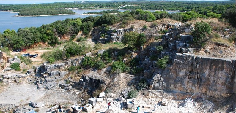 Заброшенные мраморные карьеры в Врсаре