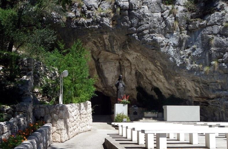 Пещера Святого Леопольда в омише что посмотреть