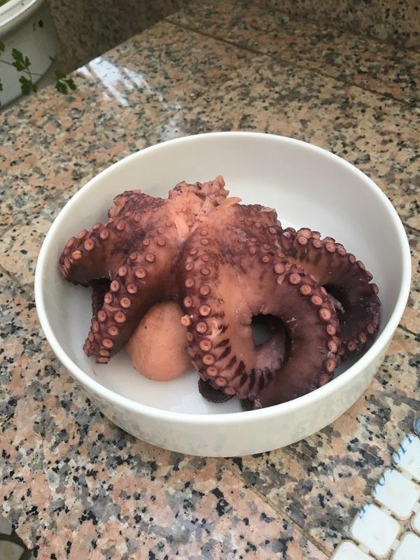 как самому приготовить вкусного осьминога с вином