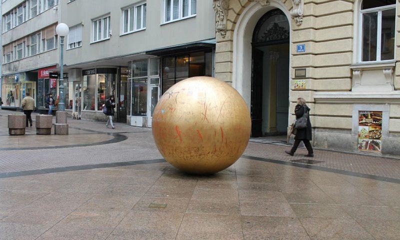 модель солнечной системы в загребе памятницу солнцу
