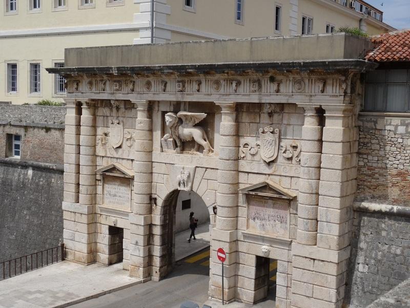 Главные городские ворота в старый город Задара