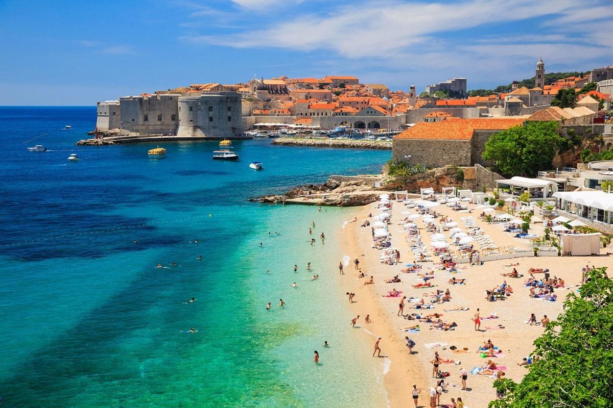 Дубровник море и пляж в городе